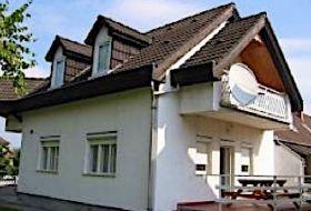 Bogácson 2-3-4 ágyas szobák kiadó a fürdőhöz közel