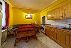 Gyula belvárosában a várfürdőhöz közel 2-4-6fős apartmanok olcsón kiadók