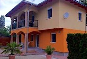 Granada Medencés Apartmanház kiadó Szántód Balatontól 150m-re