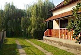 Abádszalókon a Tisza-tótól 10 percre 12+2 fős vendégház kiadó
