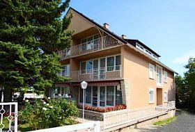Siesta Apartmanház Balatonfüreden a strandtól l00 méterre
