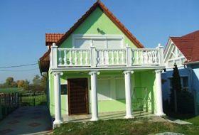 Mezőkövesd-Zsóryfürdőn 5 szobás 12 fős nyaraló kiadó