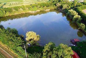 Közvetlen vízparti bekerített családi horgásztó Pécstől 2km-re