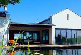 Luxus vendégház belső medencével szomszédok nélkül