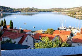 Horvátországban 2, 4 és 6 fős apartmanok kiadók a tengertől 80m-re