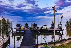 Tisza-tó partjától 40 m-re saját stéggel várom vendégeimet