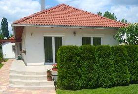 Adrienn Holiday House Keszthely, a Balatontól 200 m-re