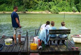 Horgásztanya a Csongrádi Tisza parton motorcsónak használattal kiadó