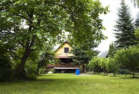 Vízparti 6 fős nyaraló a Kis Dunánál Szigetcsépen stéggel, ladikkal