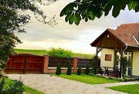 Tisza-tónál Sarudon igényes családi ház egész évben csoportoknak is