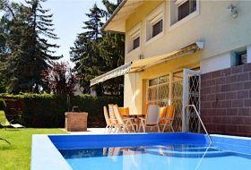 Egy utcára a Balatontól medencés 8 fős ház kiadó Balatonszéplakon