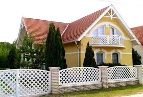 6 hálószobás újszerű nyaralóház Balatontól 1000 méterre kiadó